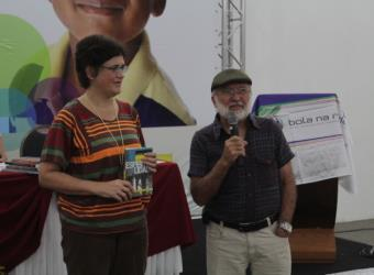Klênia Fassoni e Carlos Queiroz apresentam os livros da Ultimato