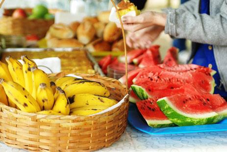 """Frutas da """"Festa da Colheita"""", uma celebração que Ultimato promove com seus funcionários pelos """"frutos"""" que Deus nos deu."""