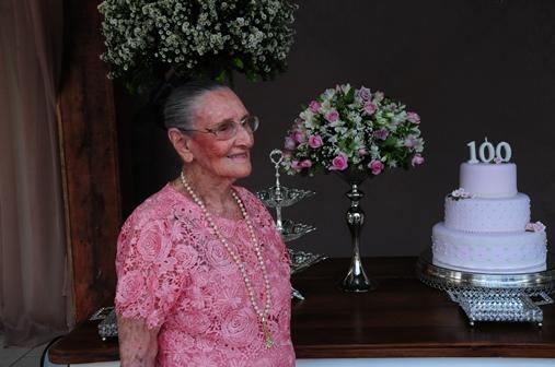 Dona Conceição em seu aniversário de 100 anos