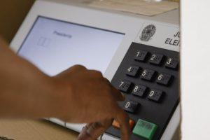 Elei›es 2014 - Voto em tr‰nsito no IESB, Asa Sul, Bras'lia.