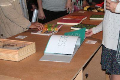 Público conhece Projeto 513 durante a 10ª Bienal Brasileira de Design Gráfico.