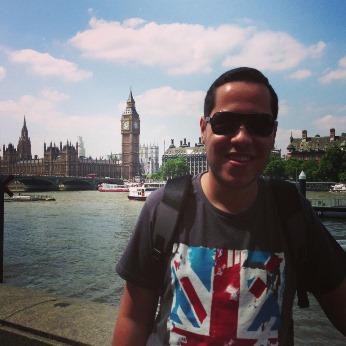 Ronni num raro dia de sol em Londres