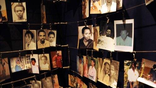 Fotos de vítimas do genocídio em Ruanda.