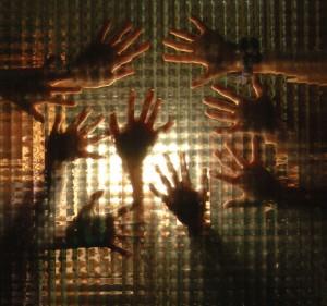 Jovem_19_08_15_Prisões_mãos