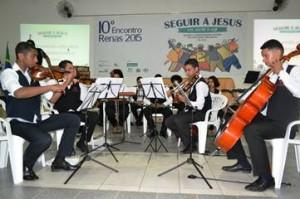 Jovens da Orquestra Criar & Tocar, da AEB-Associação Evangélica Beneficente, abriram as atividades do Encontro com um emocionante repertório / RENAS