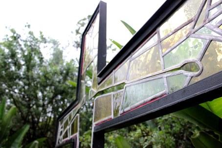 Detalhe da Cruz Vazada no quintal da Editora Ultimato.