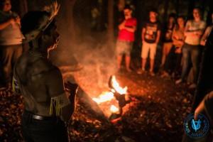 """Momento da """"Vivência Missionária"""" no contexto de tribos indígenas."""