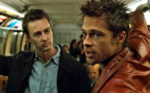 "Edward Norton e Brad Pitt em ""Clube da Luta"" (1999)."