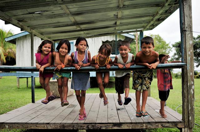 Crianças da comunidade de São Felix do Araguaia / Amazon - Brazil, 2011. ©Neil Palmer/CIAT