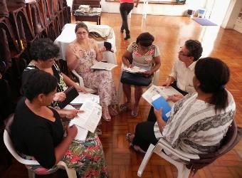 Pequeno grupo reunido em uma das oficinas sobre meio ambiente e Cristianismo