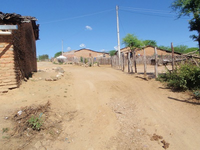 Paisagem agreste do povoado Alto de Negras, em Itaíba (PE). Foto: Alison Worrall.