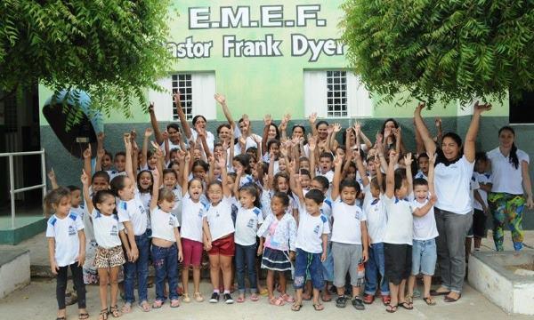 Crianças na Escola Pastor Frank Dyer