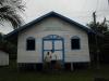 Pequena igreja feita de madeira